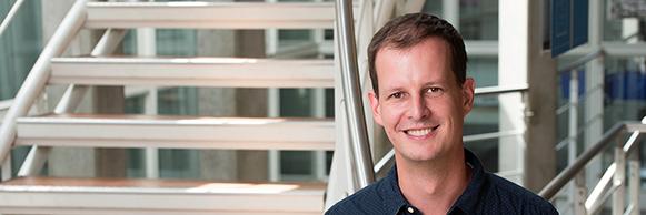 LEÇON INAUGURALE DEDAVID GATFIELD Professeur associé de l'UNIL Spécialiste de l'horloge circadienne, David Gatfield cherche à décrypter les mécanismes moléculaires qui orchestrent et rythment l'expression des gènes, le métabolisme et […]